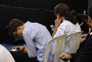 Iñigo Errejón y Pablo Iglesias no dejaron de consultar lo que se decía de la Asamblea en las redes