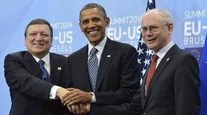 Duaro Barroso y Van Rompuy jamás sonrieron tanto al dar la mano a un negro